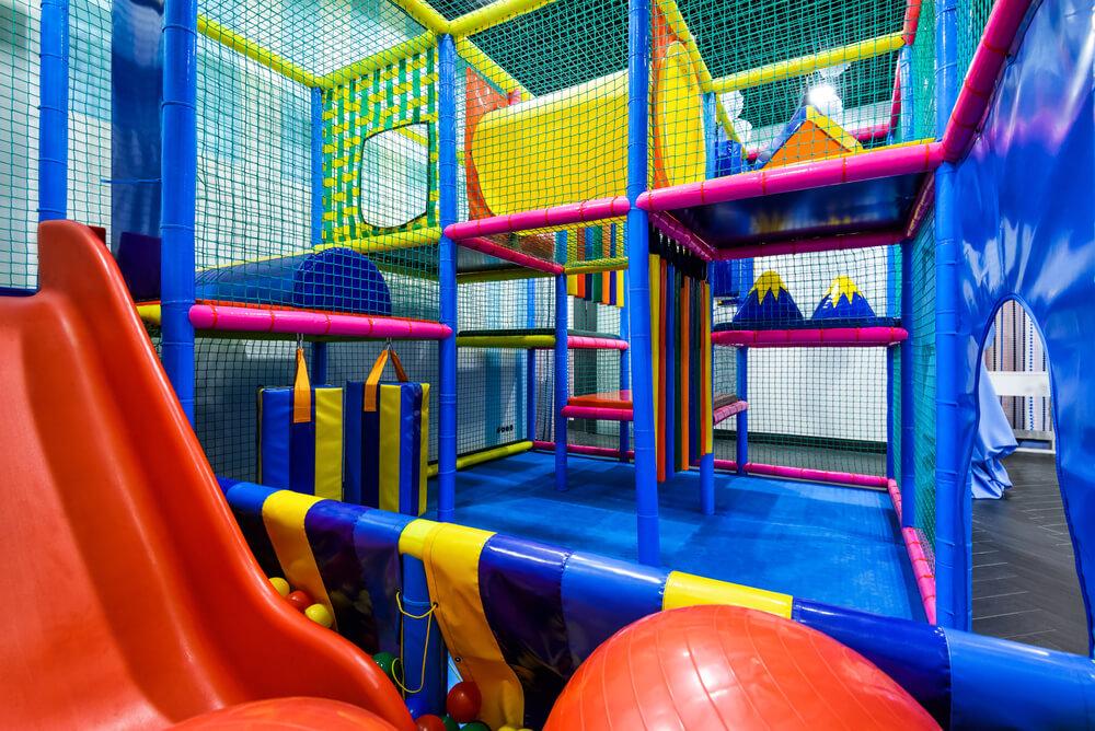 Ein Indoorspielplatz ist der ideale Ausflugstipp mit Kindern in ganz Deutschland
