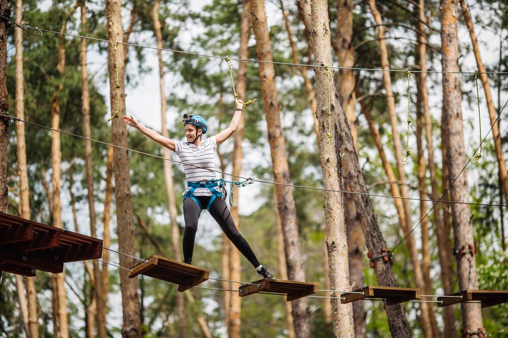 Ein Waldseilpark / Kletterpark ist ein toller Ausflugstipp für Familien mit Kindern, die sich gerne bewegen