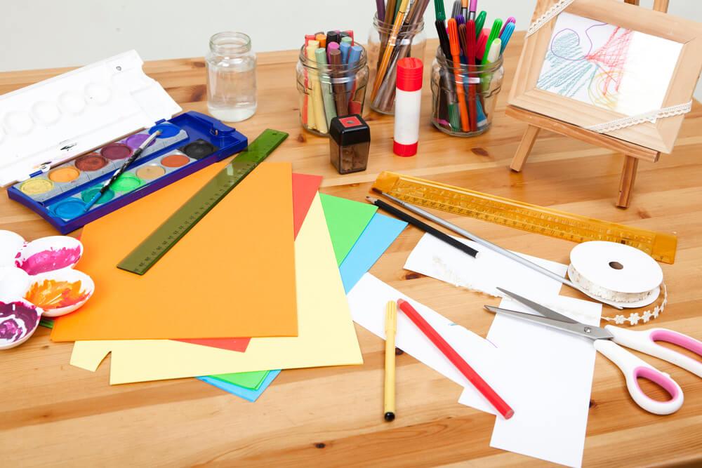 Bastelwerkstätten und ähnliche Angebote sind eine tolle Möglichkeit, die Kreativität von Kindern zu fördern