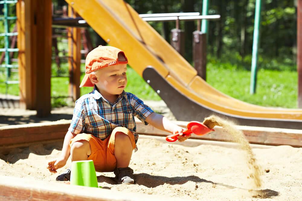 Spielplätze und Abenteuerspielplätze sind eine kostengünstige Möglichkeit, einen tollen Tag mit der ganzen Familie zu verbringen