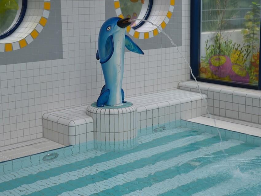 Das Babybecken mit Delphin im Bremervörder Familienbad Delphino