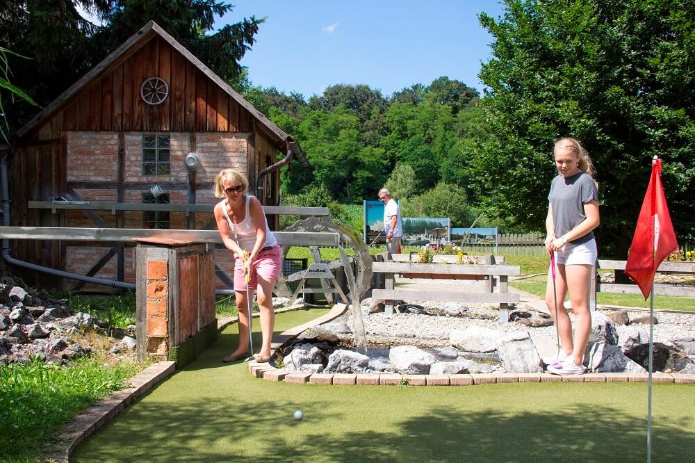 Deutschlands verrückteste Golfanlage ist das Seepark Golf in Pfullendorf