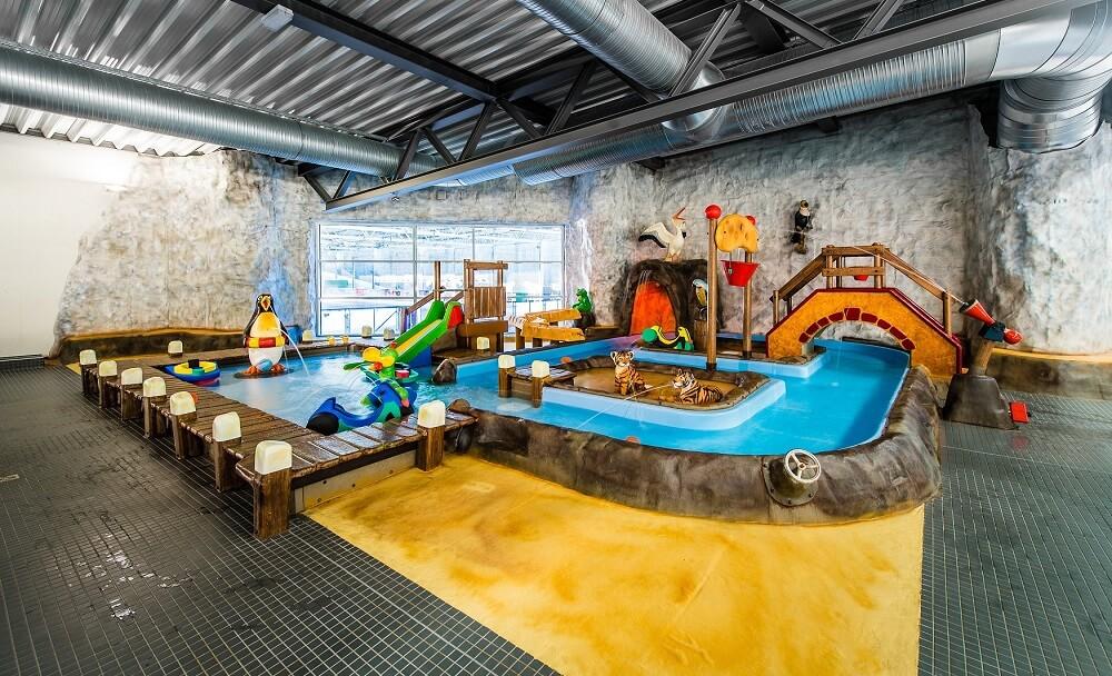 Die Schwimmhalle im Hains Freizeitzentrum Freital Dresden ist ein Traum für Kinder