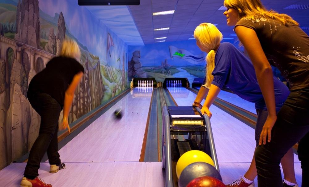 Im Freizeitzentrum Hains sorgt die Bowlingbahn für jede Menge Spaß